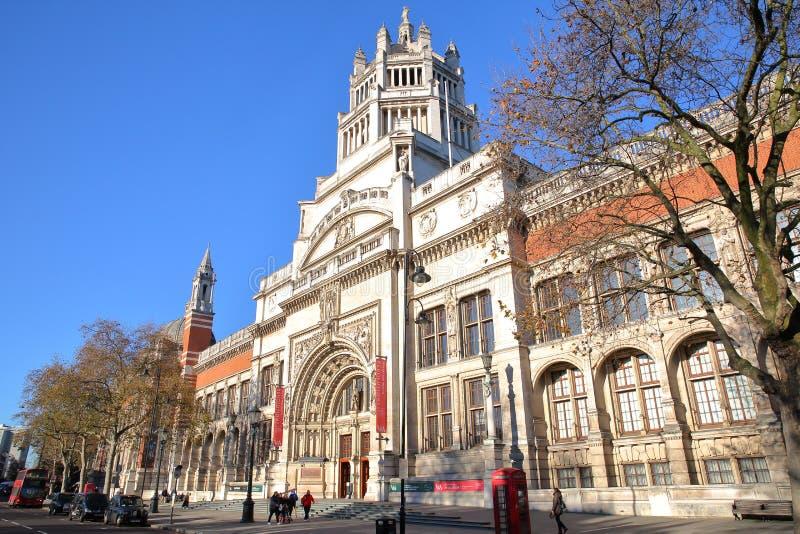 LONDRES, REINO UNIDO - 28 DE NOVEMBRO DE 2016: A fachada externo de Victoria e de Albert Museum em Kensington sul fotografia de stock