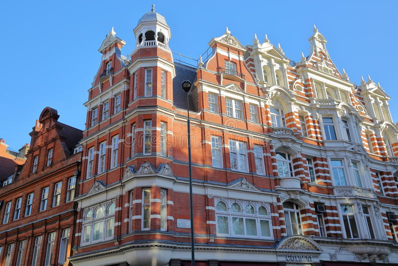LONDRES, REINO UNIDO - 28 DE NOVEMBRO DE 2016: Fachadas vitorianos coloridas das casas em Sloane Square na cidade de Kensington e fotos de stock royalty free