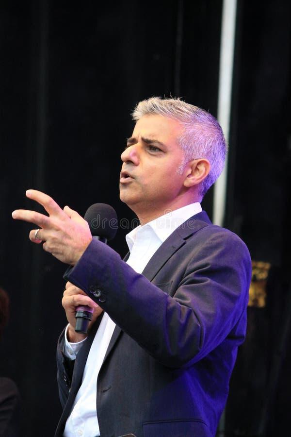 Londres, Reino Unido 16 de octubre de 2016 El alcalde de Londres Sadiq Khan abre el festival de Diwali en Trafalgar Square imagen de archivo
