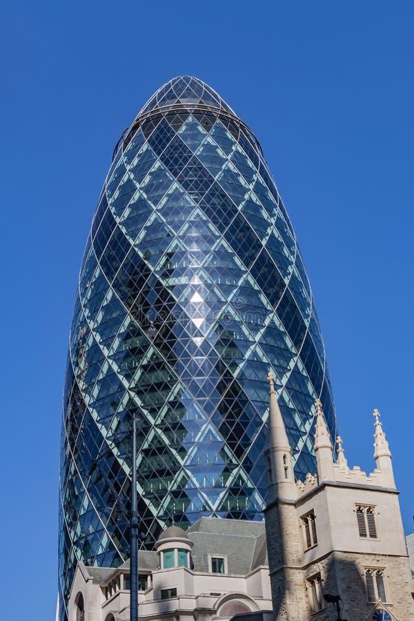 Londres, Reino Unido - 2 de septiembre de 2018: 30 St Mary Axe aka el rascacielos de Gerkin en la ciudad de Londres imagen de archivo libre de regalías