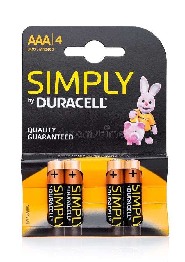 LONDRES, REINO UNIDO - 24 DE SETEMBRO DE 2017: O bloco de baterias do AAA Duracell, Duracell é um tipo americano fotos de stock