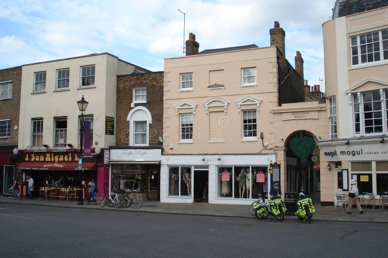 Londres, Reino Unido - 4 de setembro de 2012: A polícia ENCONTRADA bicycles na parte dianteira da porta do mercado de Greenwich e fotos de stock