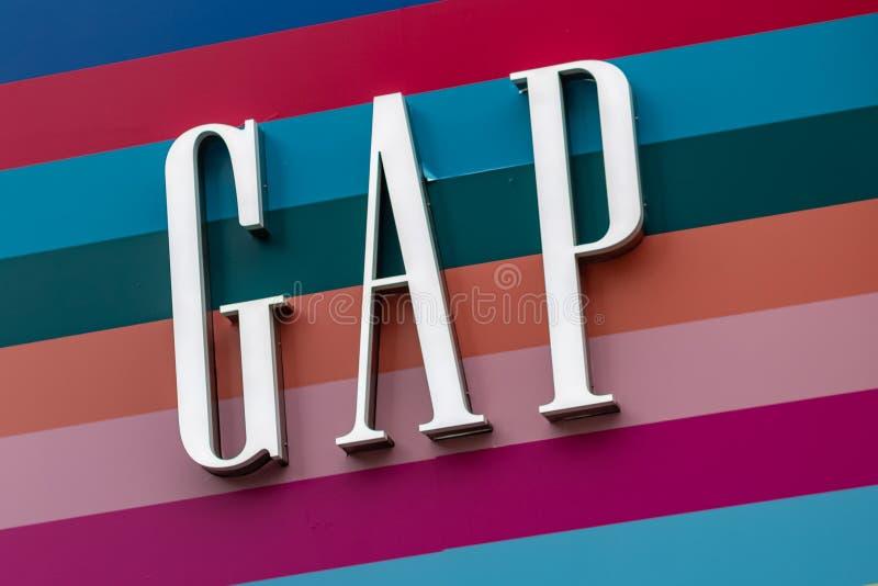 Londres, Reino Unido - 17, diciembre de 2018: Ciérrese para arriba del logotipo de Gap sobre la tienda de Gap en Londres, Reino U imágenes de archivo libres de regalías