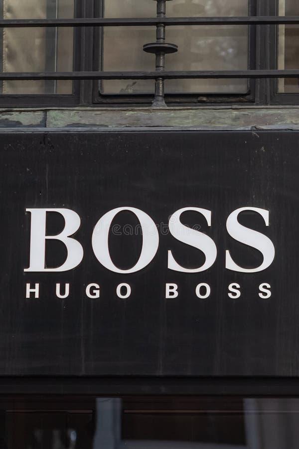 Londres, Reino Unido - 17, diciembre de 2018: Ciérrese para arriba del logotipo de Hugo Boss sobre la tienda en Londres, Reino Un fotografía de archivo libre de regalías