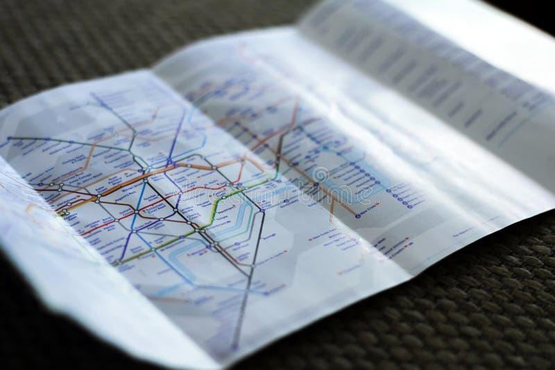 LONDRES, REINO UNIDO - DICIEMBRE DE 2018: Flayer subterráneo del mapa del metro del subterráneo de Londres imagen de archivo libre de regalías