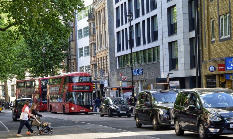 Londres, Reino Unido, em junho de 2018 A apar?ncia da cidade em torno da esta??o de metro do quadrado de Leicester imagens de stock