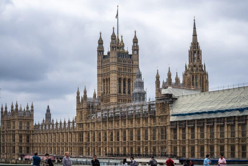 Londres, Reino Unido, julio de 2019 El palacio de Westminster sirve como el lugar de encuentro de la Cámara de los Comunes y de l imagen de archivo libre de regalías