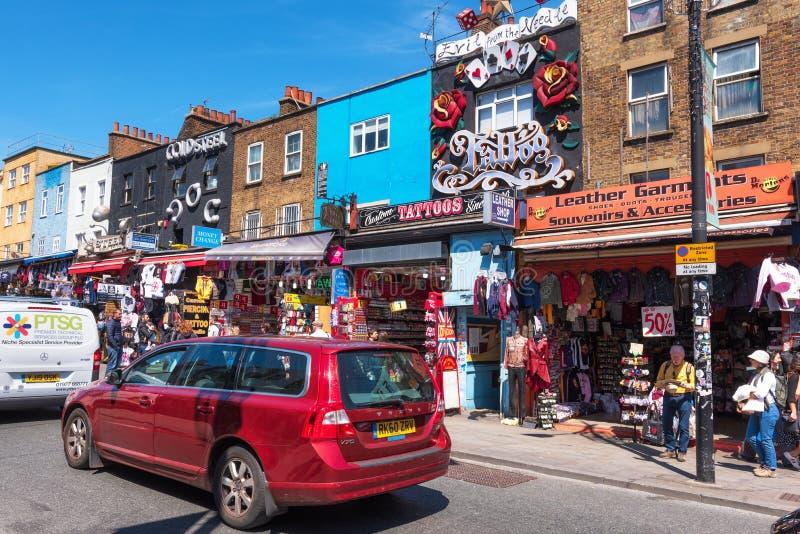 Londres, Royaume-Uni - 13 mai 2019 : magasins alternatifs célèbres de culture en Camden Town, Londres images stock