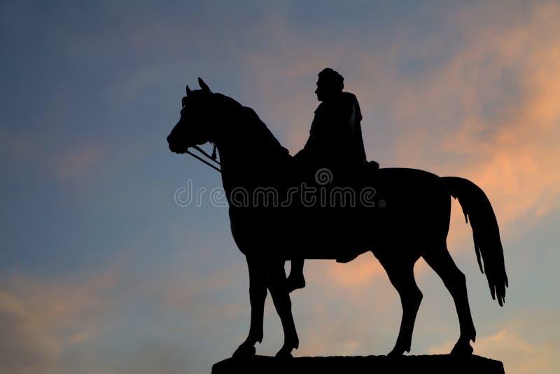 Londres - silhouette de statue du Roi George IV o photo stock