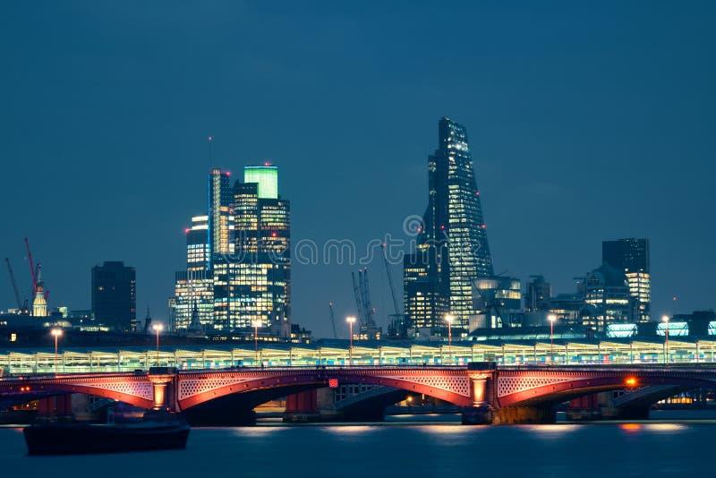 Londres sobre o rio fotografia de stock
