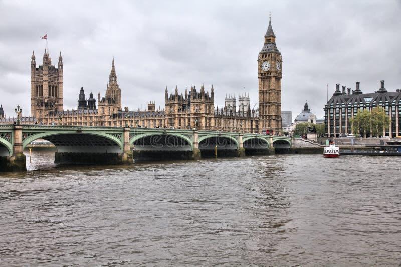 Londres sous la pluie photo stock