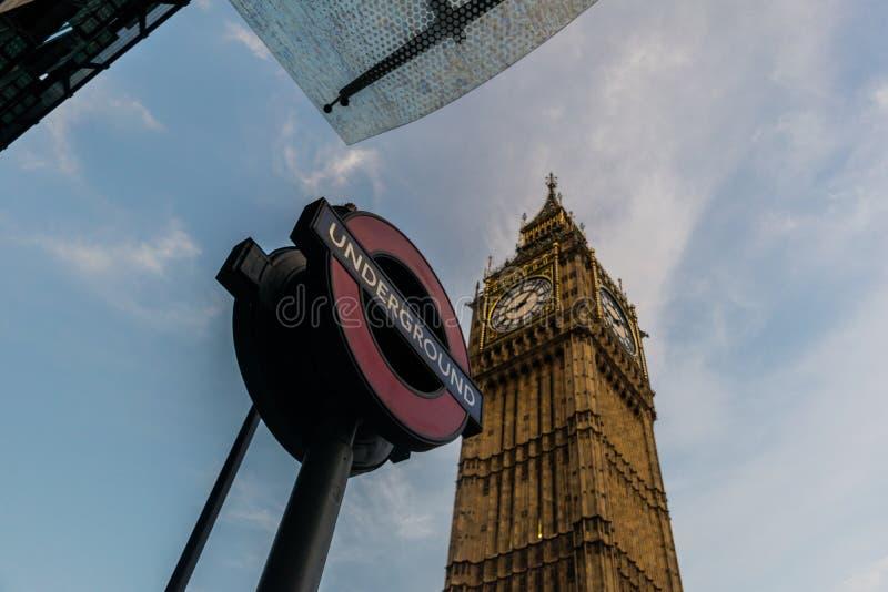 Londres-Subterráneo y Big Ben imágenes de archivo libres de regalías