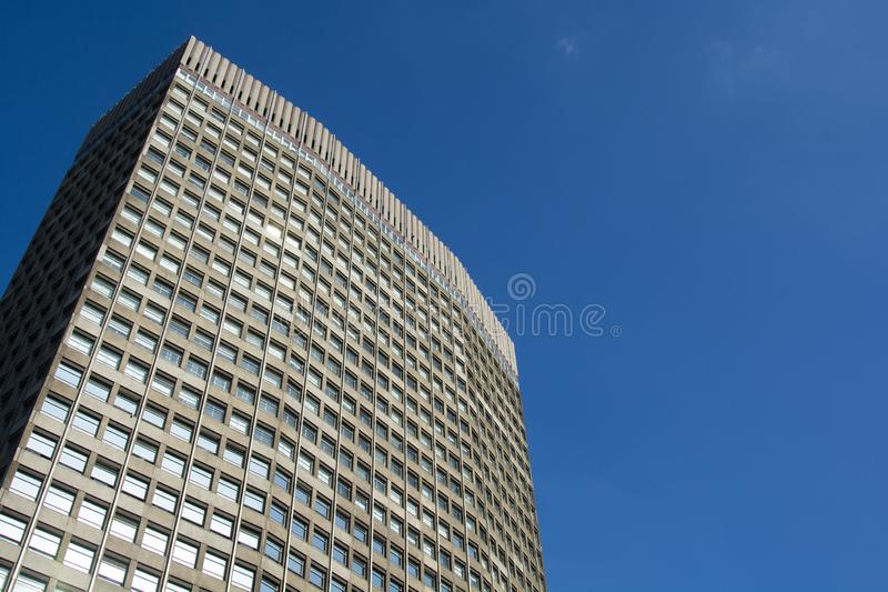 Londres, U K , 22 de agosto de 2019 - Glass skyscraper business office, prédio corporativo na cidade de Londres imagem de stock