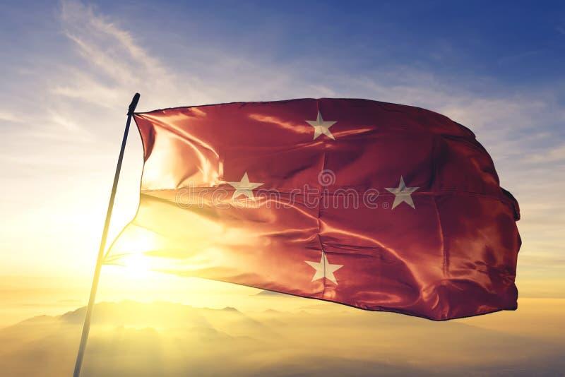 Londrina, bandeira do Brasil acenando sobre o névoa do sol foto de stock