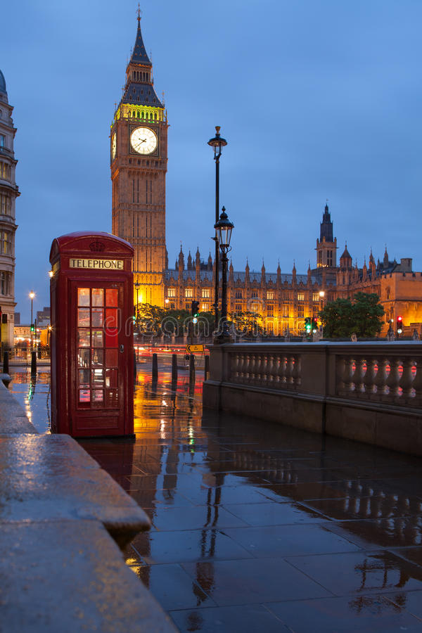 Londyńscy symbole: telefoniczny pudełko, zegarowy Big Ben obrazy royalty free