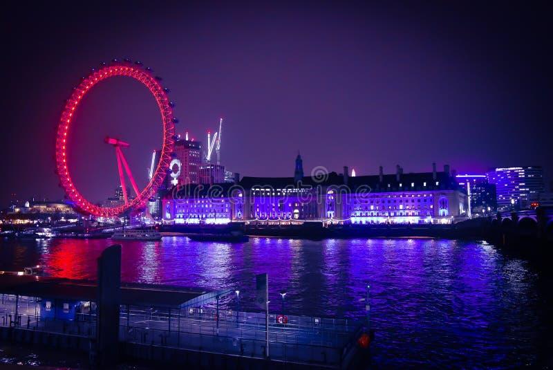 Londyńska oko widoku nocy łodzi wycieczka obraz stock