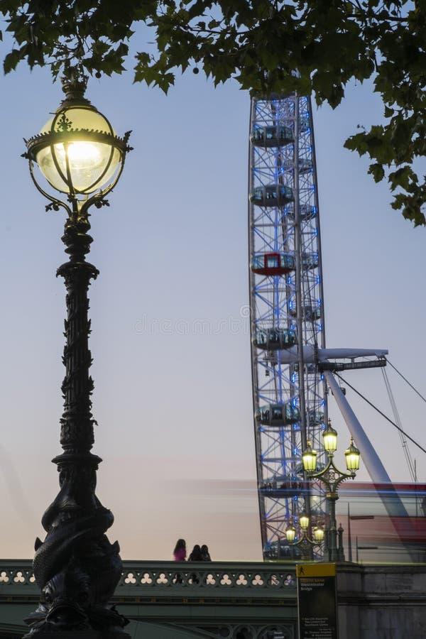 Londyński autobus i Londyński oko fotografia stock