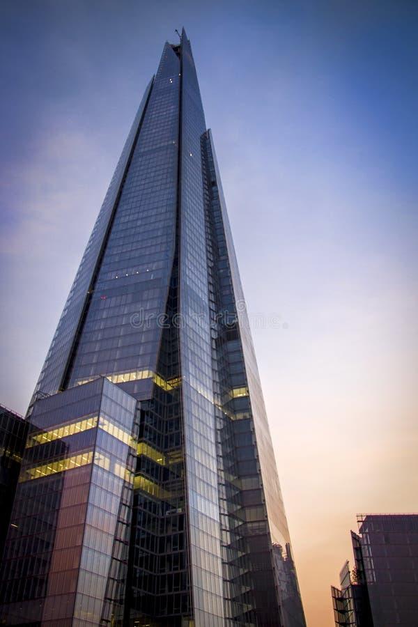 Londyński drapacz chmur przy półmrokiem obraz royalty free