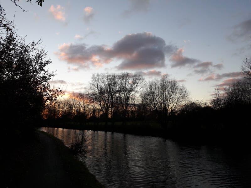 Londyński kanał chodzi zmierzch zdjęcie stock