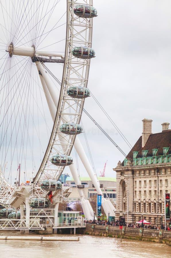 Londyński oko Ferris toczy wewnątrz Londyn, UK obraz stock