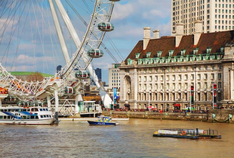 Londyński oko Ferris toczy wewnątrz Londyn, UK obrazy royalty free