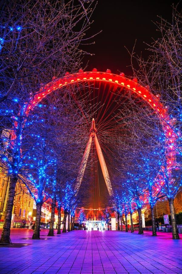 Londyński oko Ferris toczy wewnątrz wieczór obraz royalty free