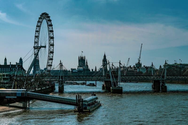 Londyński oko i Rzeczny Thames obraz stock