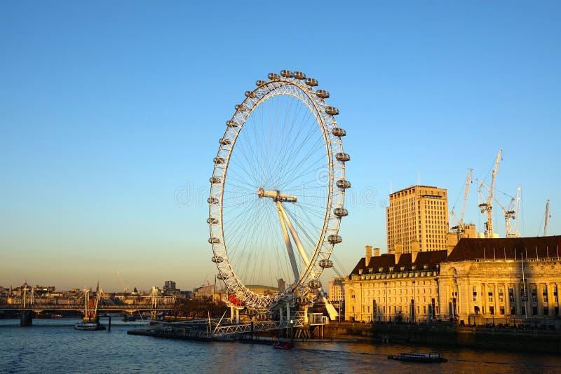Londyński oko na Thames południe banku zdjęcia stock