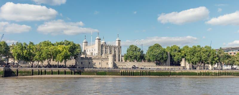 Londyński, UK/, Lipiec 15th 2019 - wierza Londyn widok od rzecznego Thames Wierza jest jeden historyczni pałac królewscy obraz royalty free