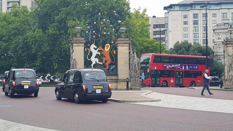 Londyńskiej taksówki Hyde Autobusowy park zdjęcie stock