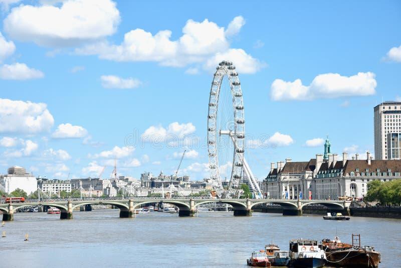 Londy?ski oko na Po?udniowym banku Rzeczny Thames przy noc? w Londyn, Anglia zdjęcia royalty free