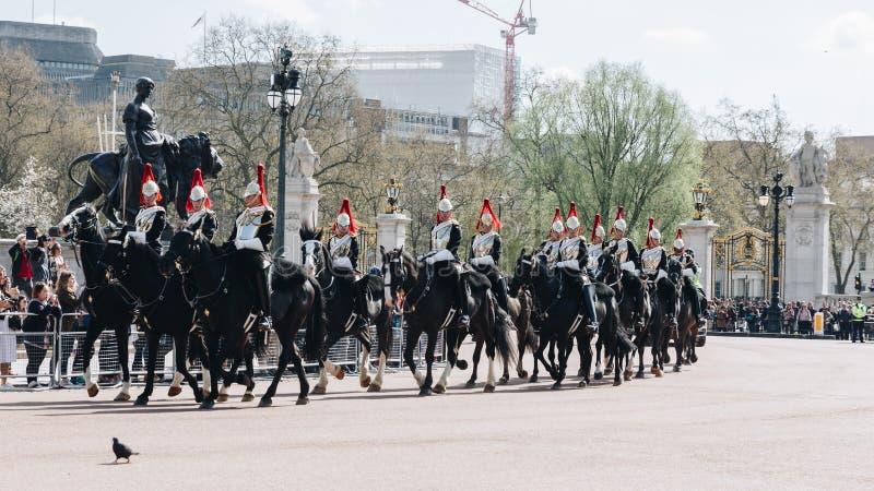 Londyn Anglia, Kwiecień, - 4, 2017: Królewska strażnik parada podczas trad zdjęcie stock