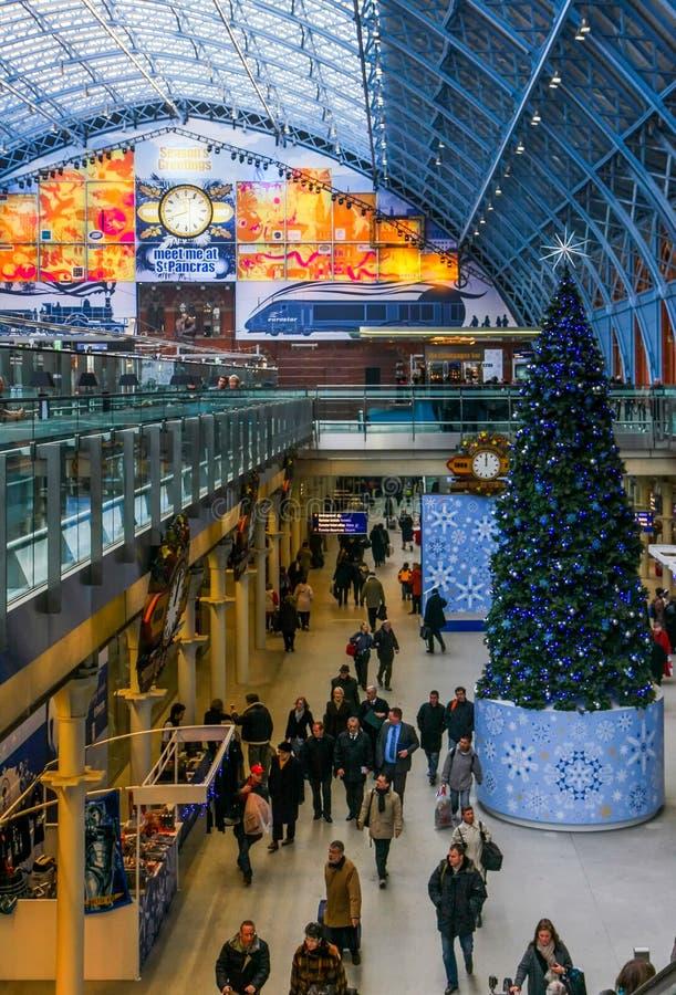 LONDYN, GRUDZIEŃ - 20: St Pancras zawody międzynarodowi stacja w Londo obraz stock