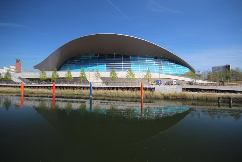 LONDYN, KWIECIEŃ - 5 Aquatics Centre przy nową królową Elizabeth zdjęcia stock