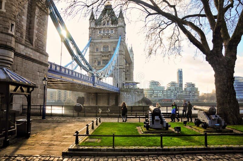 Londyn sławny most i rzeka tematu spacer obraz royalty free