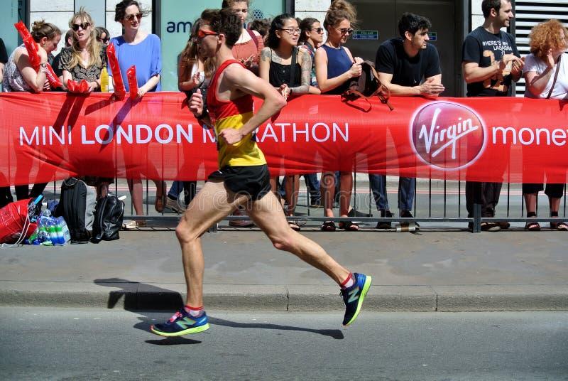 Londyn, UK Kwiecień 2018: biegacz Londyński maraton obrazy stock