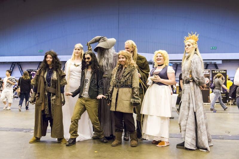 LONDYN, UK - LIPIEC 06: Cosplayers film Hobbit pozuje f obrazy royalty free