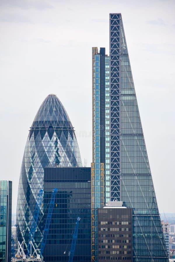 LONDYN, UK - LIPIEC 19, 2014: Miasto Londyn jeden prowadzi centra globalny finanse zdjęcia royalty free