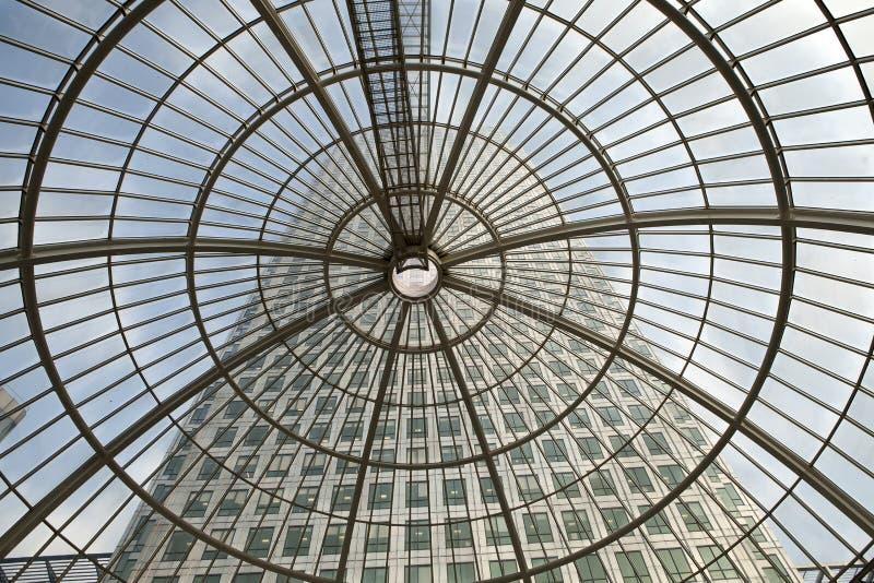 LONDYN, UK - LIPIEC 3, 2014: Nowożytna szklana architektura kanarek W zdjęcia royalty free