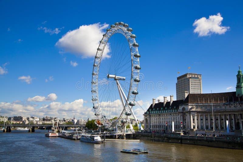 LONDYN, UK Londyński oko jest gigantycznym Ferris kołem otwierającym - MAJ 14, 2014 - obraz royalty free