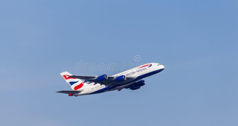 LONDYN, UK: OKOŁO 2015: British Airways Aerobus A380 obrazy stock