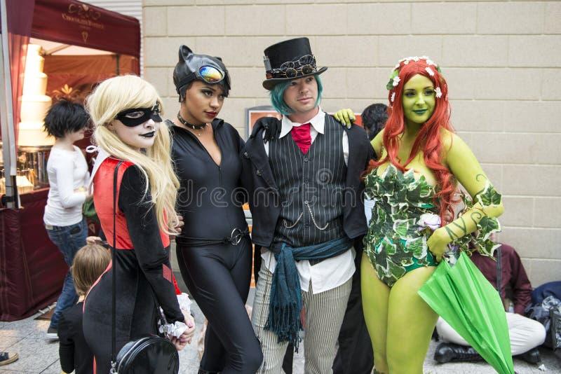 LONDYN, UK - PAŹDZIERNIK 26: Cosplayers ubierał jako Harley Quinn, obrazy stock