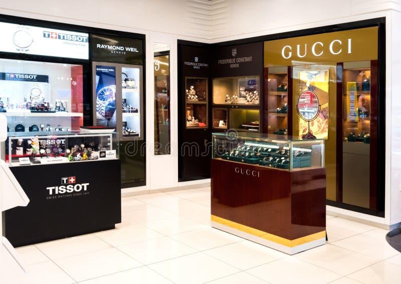 LONDYN, UK - SIERPIEŃ 31, 2018: Gucci i kosmetycznego makeup luksusowa kolekcja w butika sklepie perfumujemy zdjęcie stock
