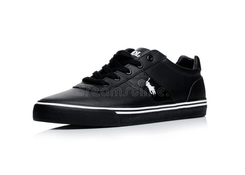 LONDYN, UK - STYCZEŃ 24, 2018: Czarni koloru Ralph Lauren polo sporta buty na bielu zdjęcia stock