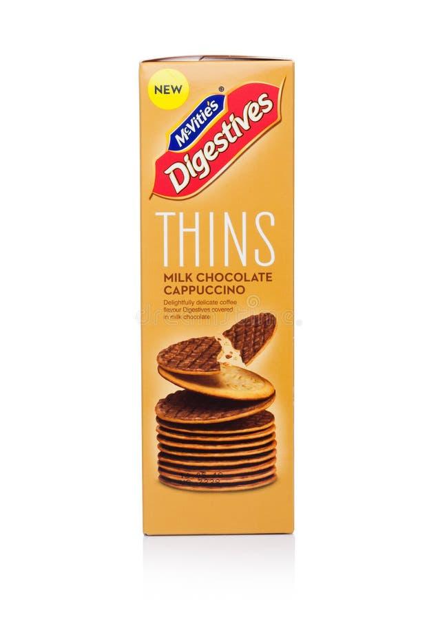 LONDYN, UK - STYCZEŃ 02, 2018: Paczka McVities Digestives cienieje z dojnej czekolady cappuccino na bielu zdjęcia royalty free