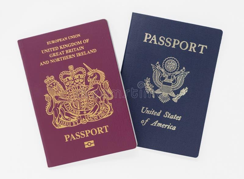Londyn, UK - 28th Brytyjski i USA Maj 2019 paszporty, odizolowywaj?cy na bia?ym tle obraz stock