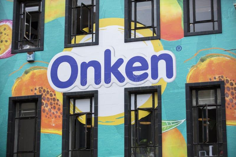 Londyn, UK, 17th 2019 Lipiec, Onken jogurtu ściany sztuka w soho zdjęcia stock