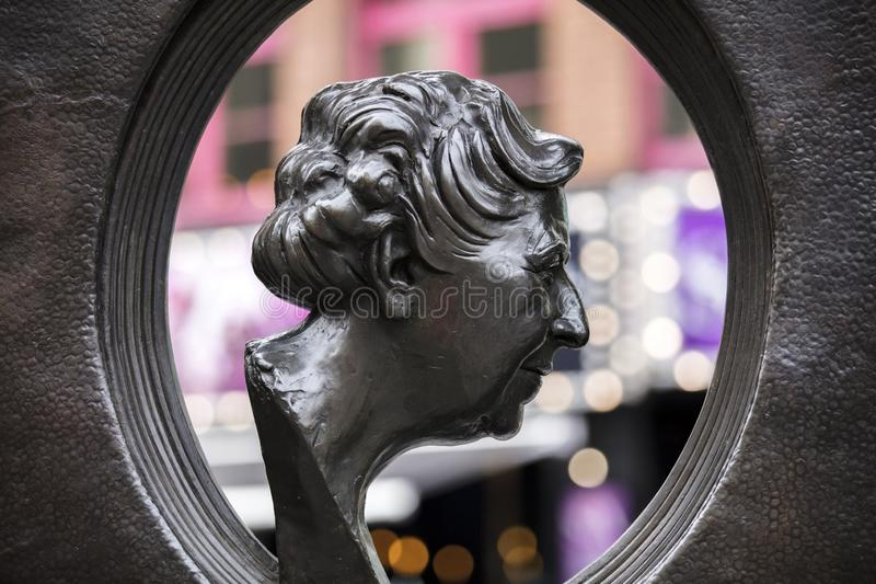 Londyn, UK, 17th 2019 Lipiec, statua Agatha Christie w Soho Londyn zdjęcie royalty free