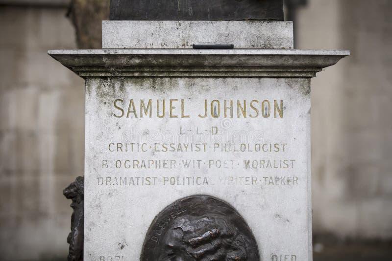 Londyn, UK, 17th 2019 Lipiec, statua Dr Samuel Johnson na pasemku obrazy royalty free