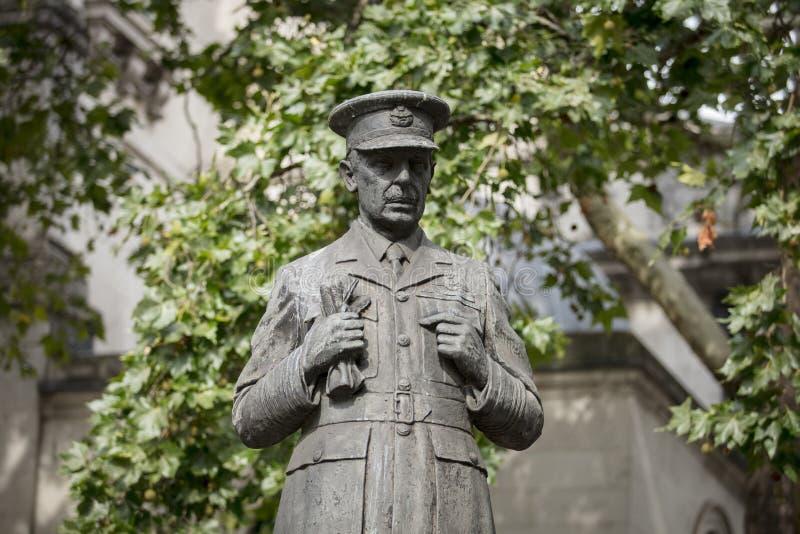 Londyn, UK, 17th 2019 Lipiec, statua Lotniczy szef Marshall władyki Dowding na zewnątrz Łagodnego St duńczyków RAF kościół na pas fotografia royalty free